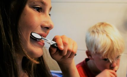 toddler brush teeth